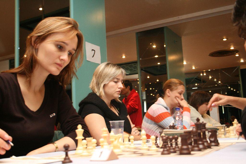 Finek St.Petersburg: IM Cmilyte, WGM Zhukova, WGM Demina and IM Turova.