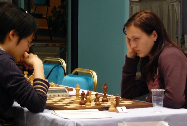 Anna Ushenina helped her team Economis Saratov's victory against Spartak Vidnoe by her individual win against Hou Yifan.